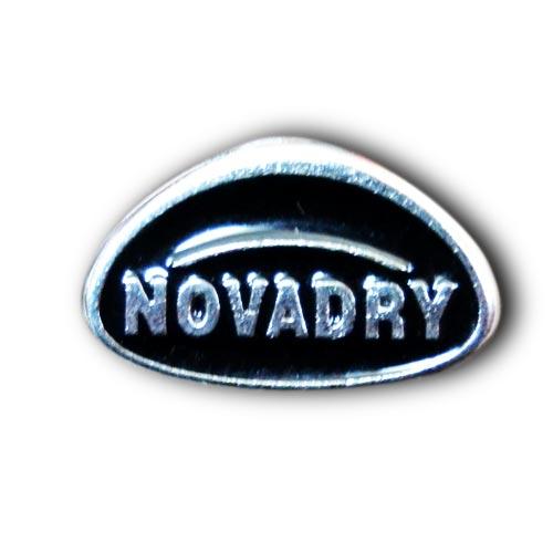 logo insigne métal personnalisé